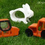 Malacpersely helyett fiúknak – traktor és úthenger persely fából