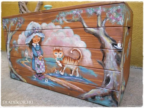 Türkiz francia kislány rozsda cicával – egyedi játéktároló láda